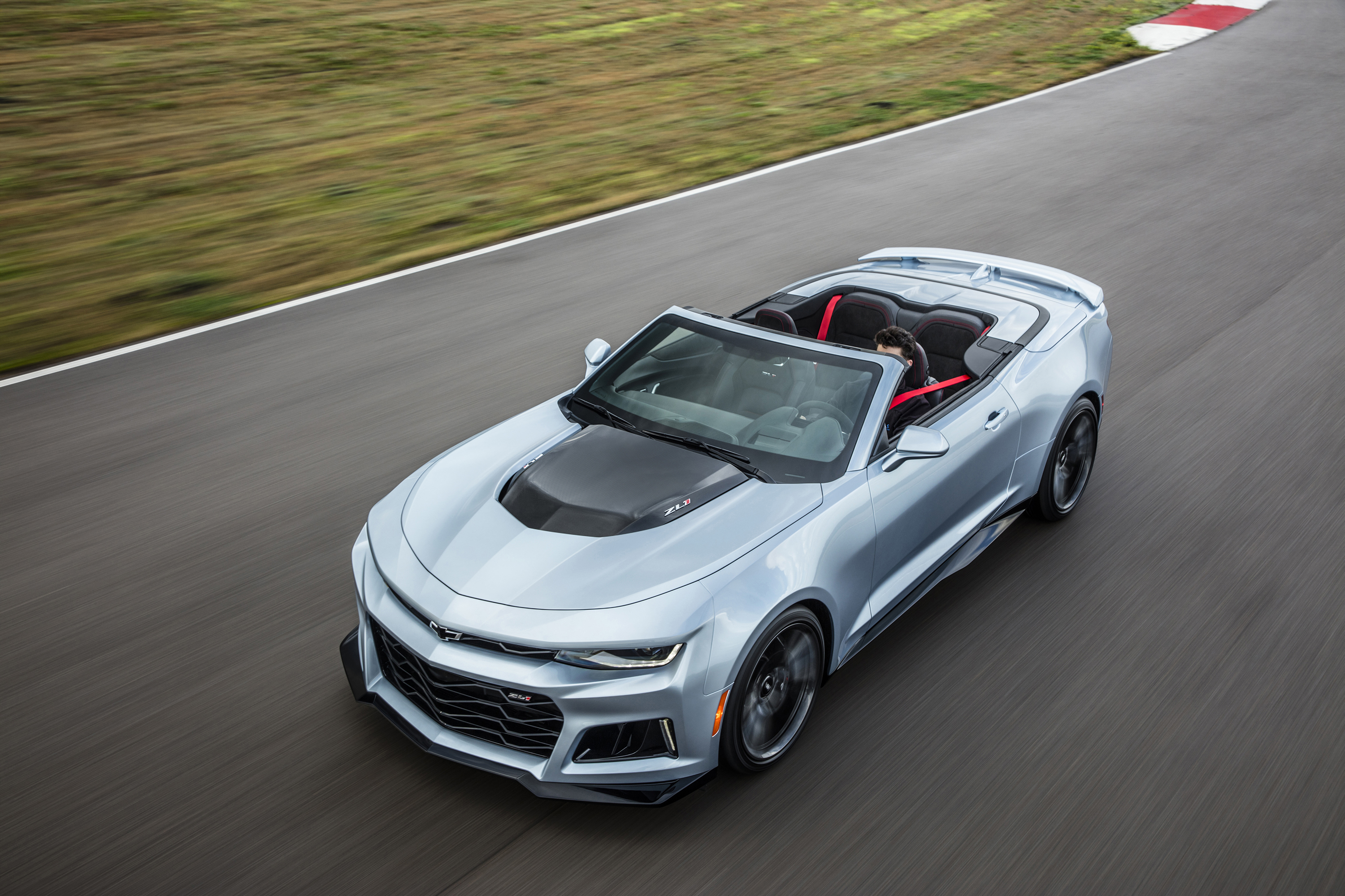 The 2017 Camaro ZL1 is poised to challenge the most advanced performance cars in the world in any measure – with unprecedented levels of technology, refinement, track capability and straight-line acceleration. From the fully automatic soft top that seamlessly disappears beneath the hard tonneau cover, to modular underbody bracing to allow the same sharp, nimble handling as the coupe, the Camaro ZL1 Convertible is a high-tech masterpiece. The fully automatic top can be raised or lowered with a single button while driving up to 30 mph, or lowered remotely with the keyfob.